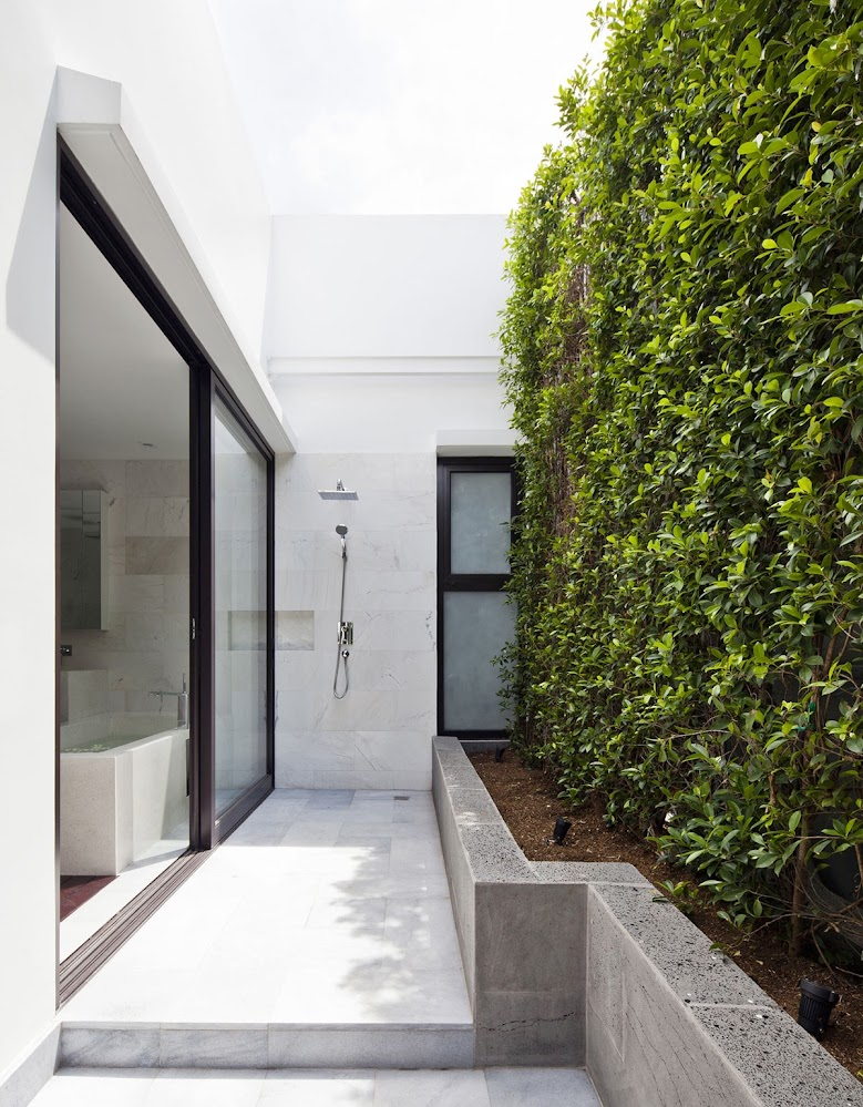concrete-hedge-modern-exterior-showers