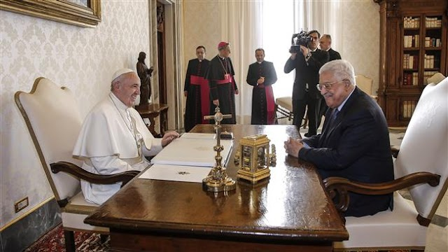 Palestinian President Mahmoud Abbas and Pope Francis talk US embassy relocation
