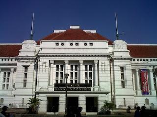 http://www.teluklove.com/2017/04/pesona-keindahan-wisata-museum-bank.html
