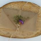 http://www.patypeando.com/2015/05/empaquetado-bonito-con-flores-para.html