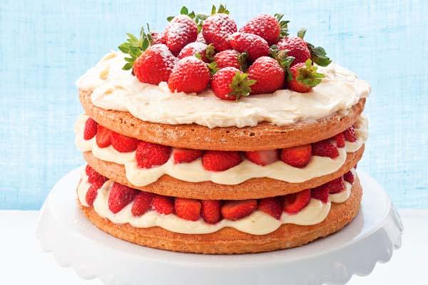 Temperos e Especiarias: Naked cake de morango, blueberry e
