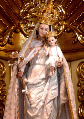Foto a la  Virgen de la Nube con el niño Jesús en brazos
