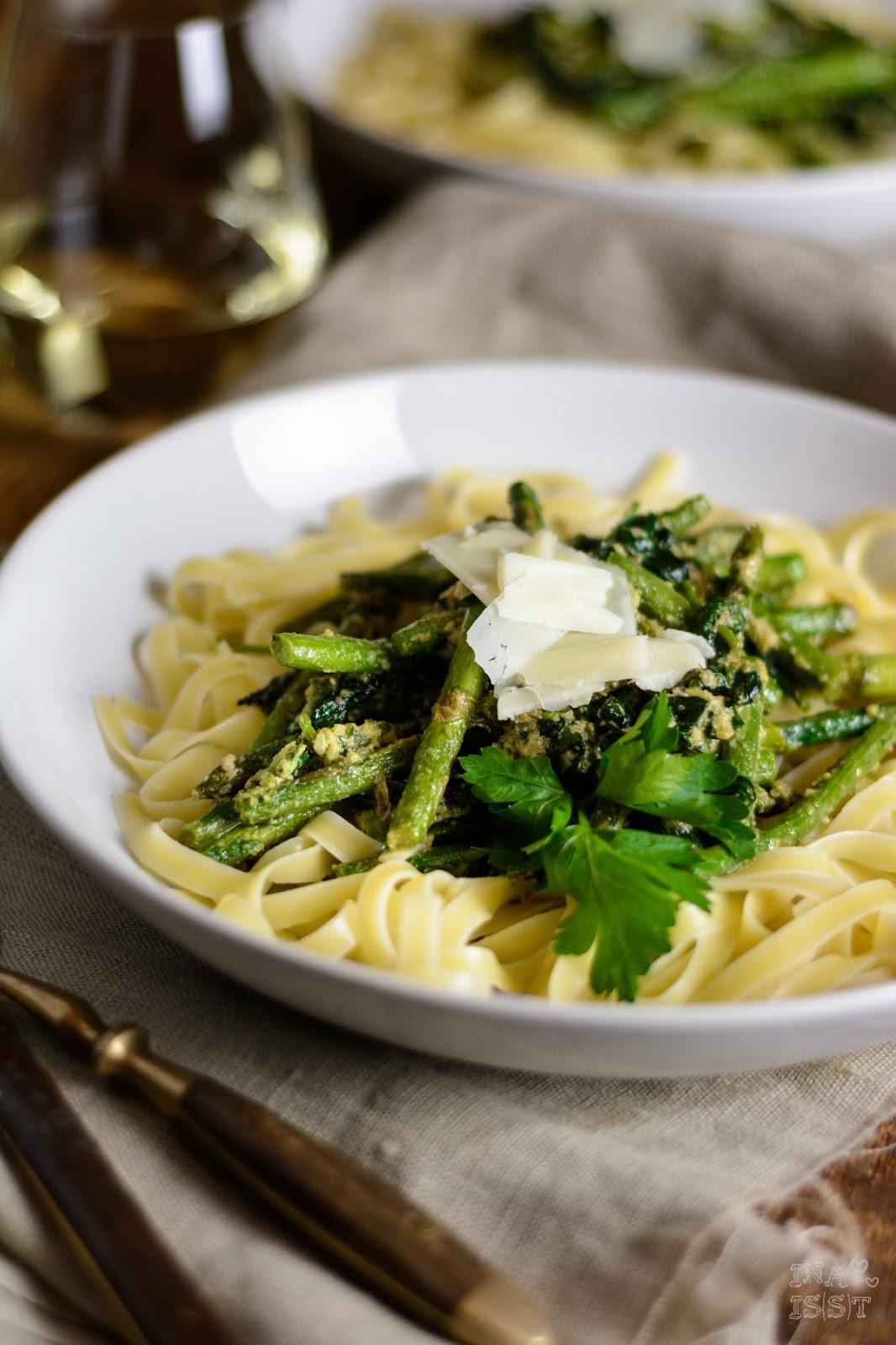 Nudeln mit grünem Spargel, Spinat und Petersilienpesto, Tagliattel, Pasta mit grünem Spargel, Ina Is(s)t