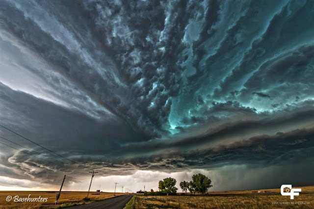 20-incredibly-shocking-cloud-formations-across-the-world-8.jpg