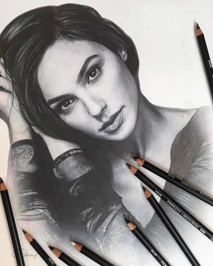 03-Gal-Gadot-Alena-Litvinova-Realistic-Portraits-www-designstack-co