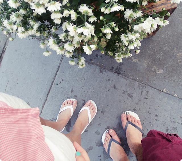 flores e havaianas