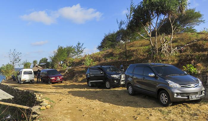 Area Parkir Mobil Pantai Timang