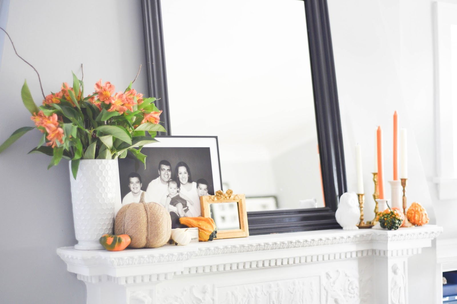 Easy ways to style your coffee table for Fall. Coffee Table Styling #falldecor #coffeetablestyling #homefalltour www.homewithkeki.com