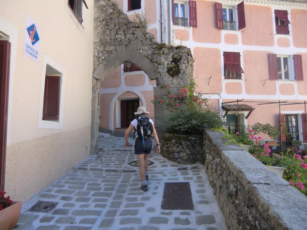 Ascending along Rues Rostagni in Luceram