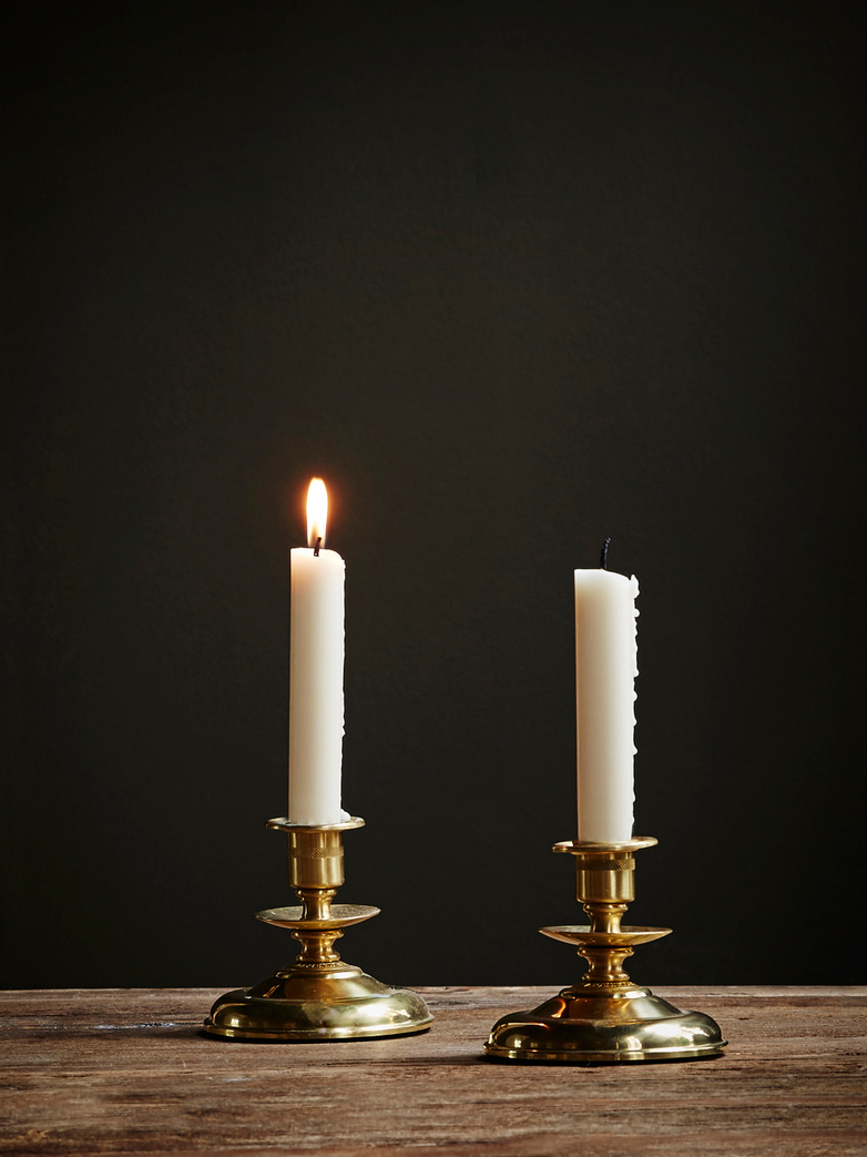 Stare brązowe świeczniki