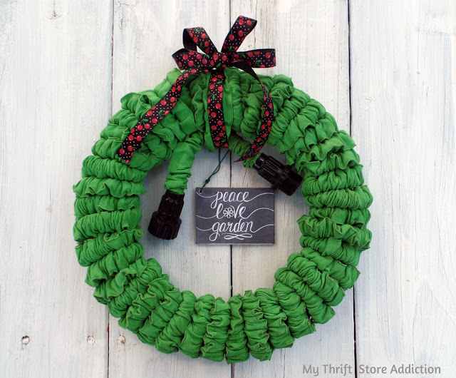 15 minute repurposed garden hose wreath