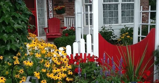 How to Cozy Up A Front Porch