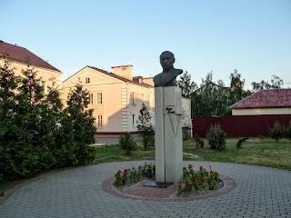 Лунинец. Ул. Советская. Памятник Якубу Коласу