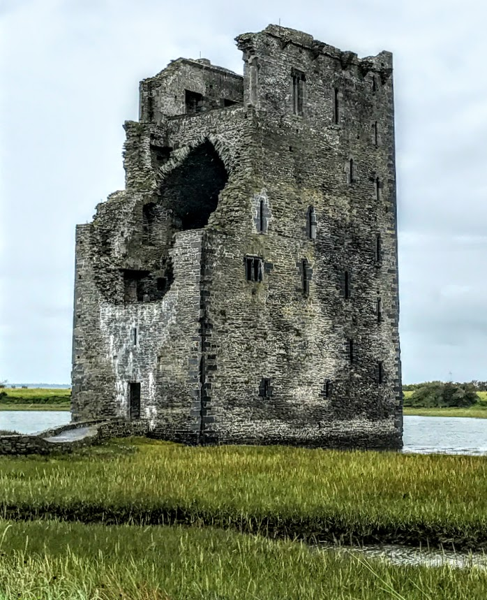 Patrick Comerford: Carrigafoyle Castle: a castle with a