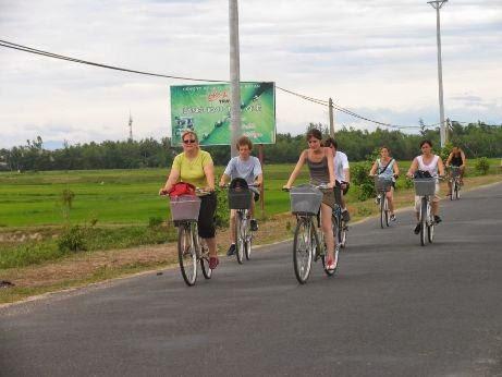 đi xe đạp ngắm cảnh quê Khánh Hòa