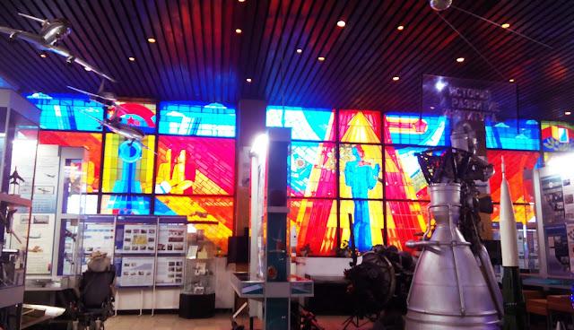 """витражи """"Путь к звёздам"""" в Самарском музее Авиации и Космонавтики имени С. П. Королева"""