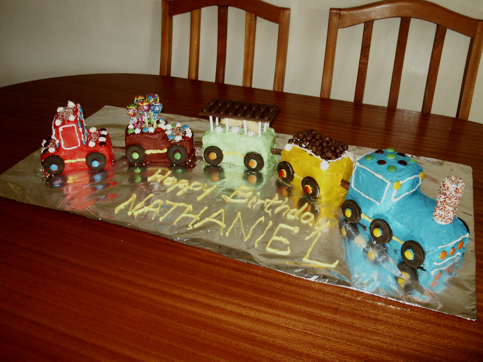 Novelty Cake Designs How To Make A Birthday 3d Train Cake