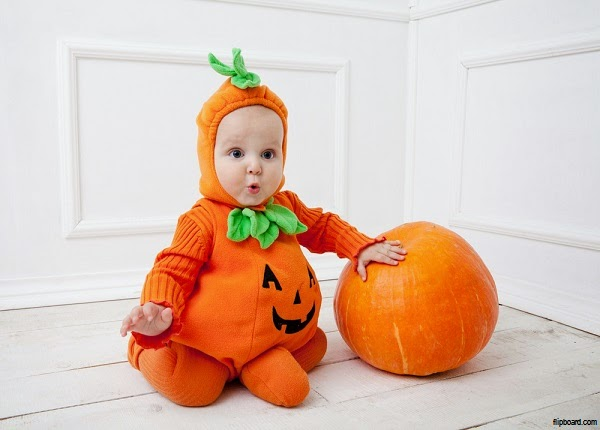 Photo bébé drôle qui déguise pour la fête de Halloween