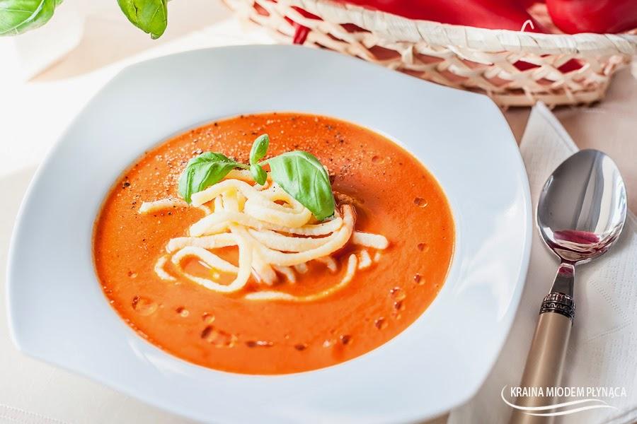 zupa paprykowa, zupa z czerwonej papryki, dania z czerwonej papryki, papryka bycze rogi, kraina miodem płynąca