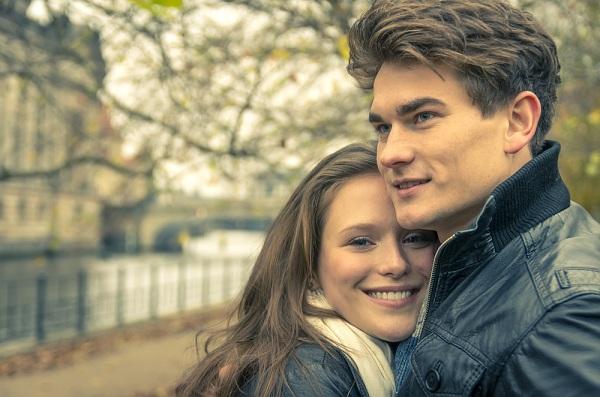 Selain Kecantikan Wajah, Inilah 6 Hal yang Membuat Pria Jatuh Cinta Pada Wanita