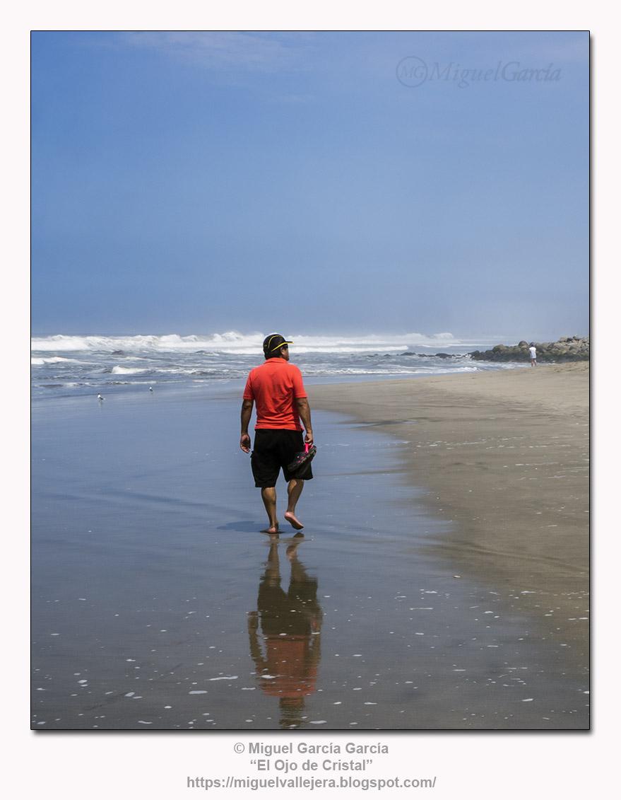 Playa de los Pulpos, Lurín (Lima).- El Caminante