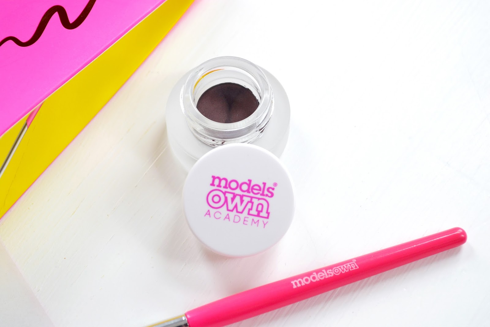 An affordable Gel Eyeliner in brown by Models Own