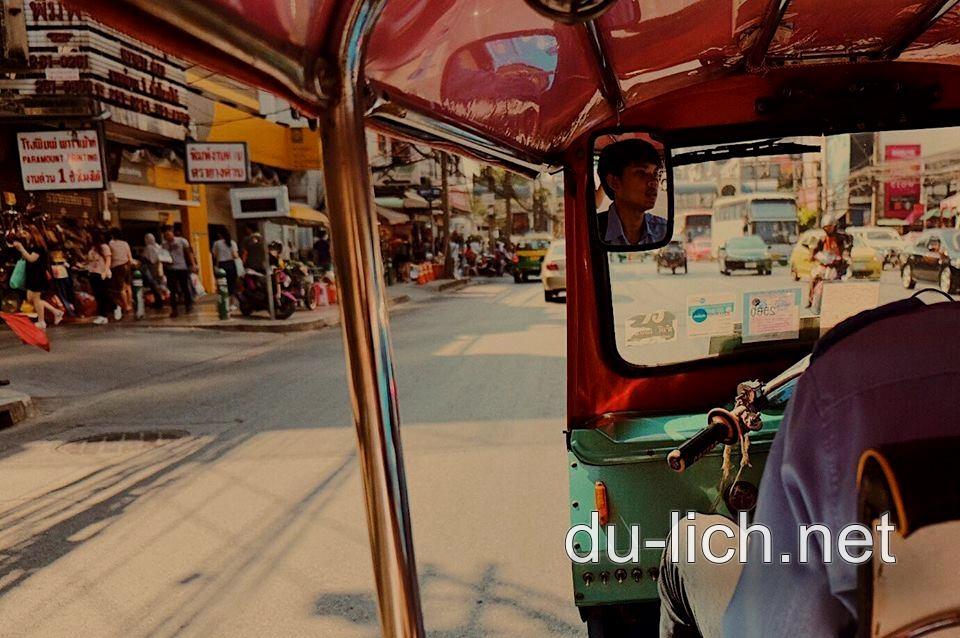 Xe điện trên đường phố thủ đô Bangkok