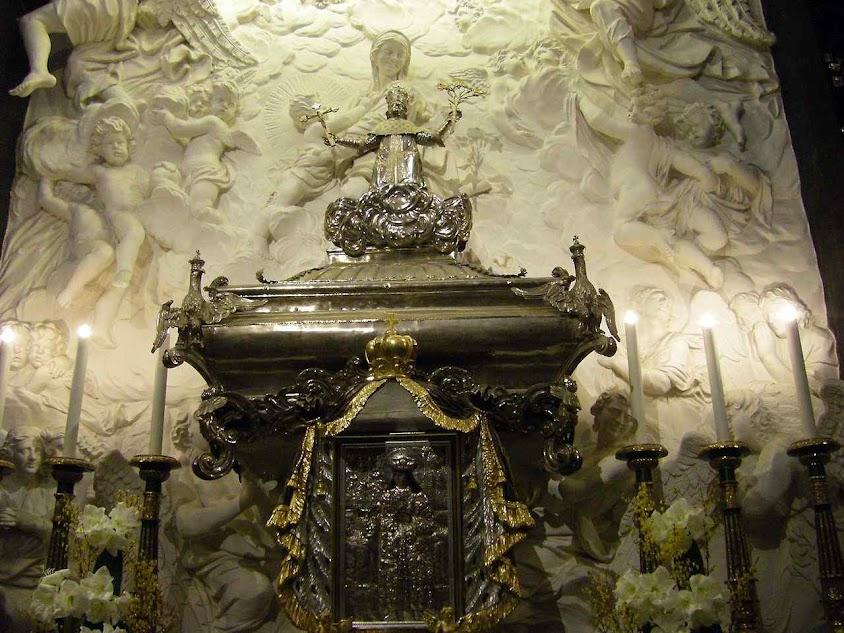 Urna com os restos de São Casimiro. Vilnius, Lituânia