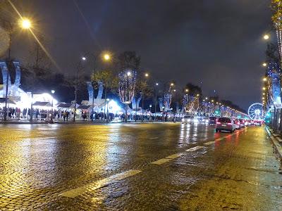 Paris Champs-Elysées illuminations et vitrines de Noël en 2014