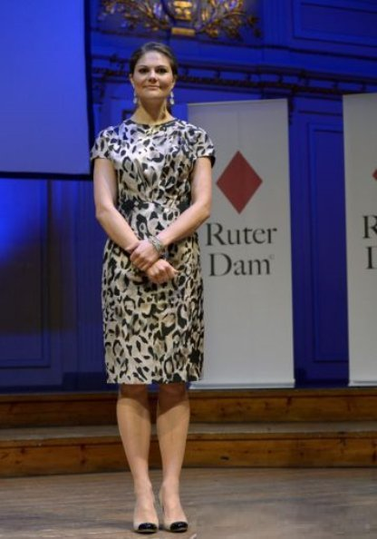 Crown Princess Victoria delivered the Ruter Dam Award at Musikaliska. Princess Victoria wearing her Chanel Calfskin Two-Tone Shoes