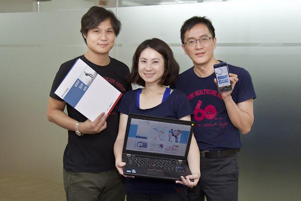 由右至左為雲簽科技專案經理顏裕雄、專案經理徐郁雯、友信醫療集團顧問施惟倫。