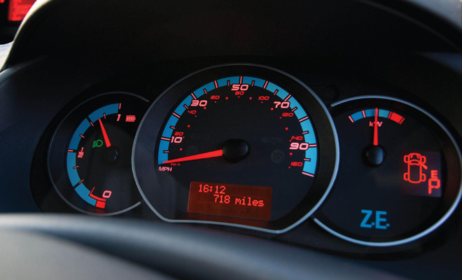 Renault Fluence ZE instrument panel with low mileage