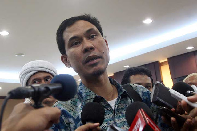 Pecat Kapitra sebagai Pengacara, Munarman: Jangan Eksploitasi Kasus untuk Kepentinganmu!