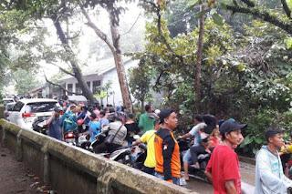 Warga panik mendengar peringatan tsunami dan berlarian ke tempat yang lebih tinggi, Minggu (23/12/2018) - Foto/KOMPAS.com