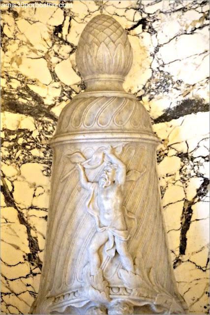 Fuente de Neptuno en el Pasillo de Mármol de la Mansión Rosecliff, Newport