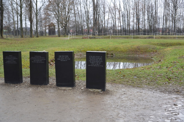 BIRKENAU-LAPIDI-COMMEMORATIVE