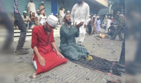 Seruan Muslim Rohingya: Tak Ada yang Bantu Kami di Sini. Sebarkan Jika Peduli !! SEBARKAN KALAU ANDA MUSLIM!!