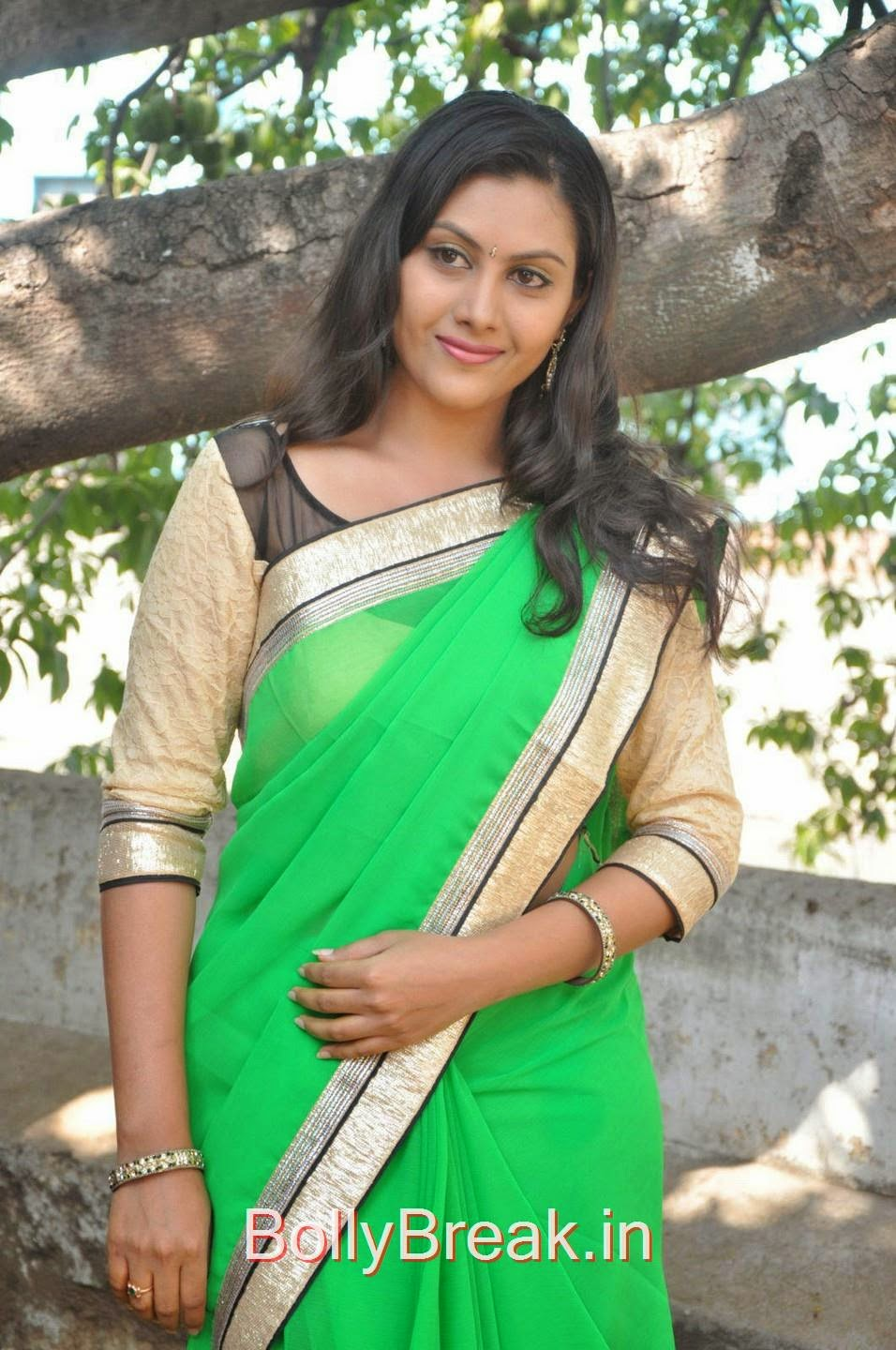 Priyanka Photo Gallery with no Watermarks, Hot Pics Of Priyanka In Green Saree from SS Art Productions Production No 1 Movie