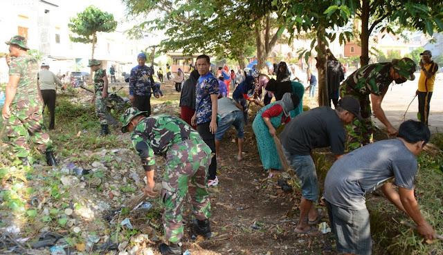 TNI Polri di Bone Bersama Pemerintah dan Masyarakat Kompak Lakukan Karya Bhakti