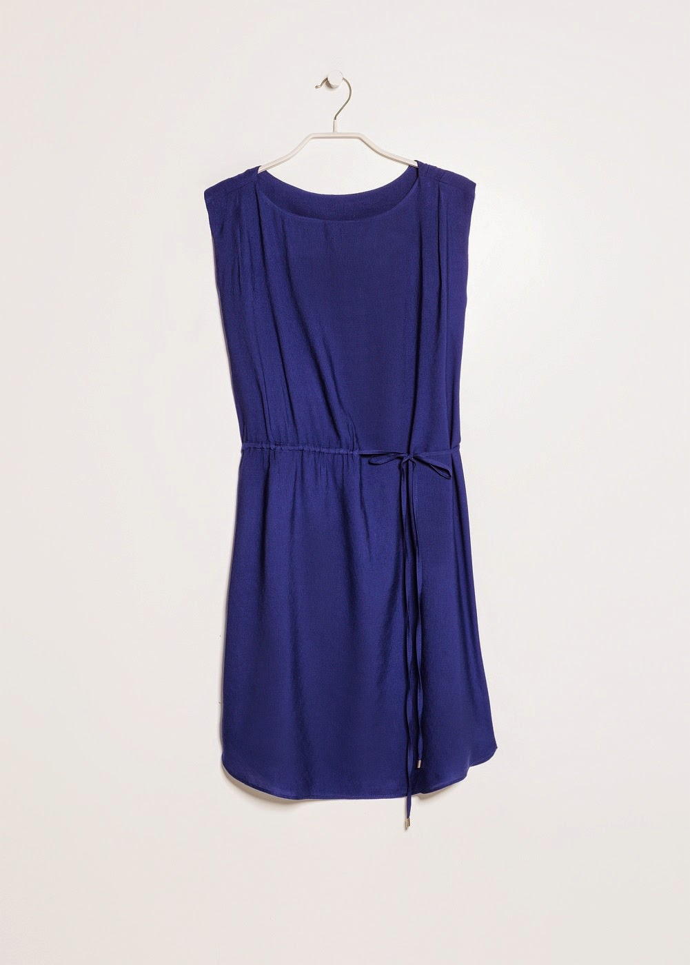 http://shop.mango.com/ES/p0/mujer/prendas/vestidos/vestido-cordon-cintura/?id=31050316_OW&n=1&s=prendas.vestidosprendas&ident=0_color10_0_1415688534191&ts=1415688534191
