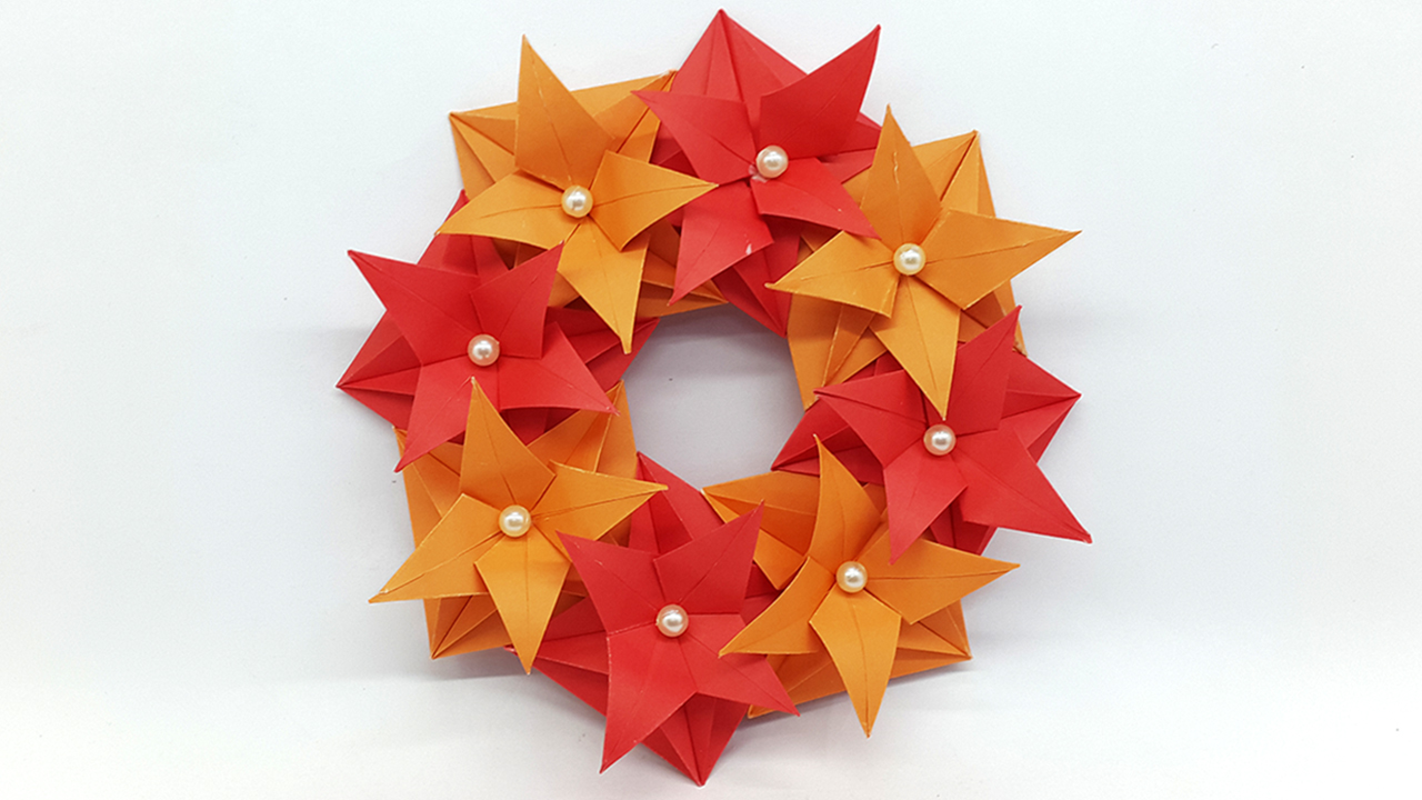 How to make an accordion folded paper wreath - Chatelaine | 720x1280