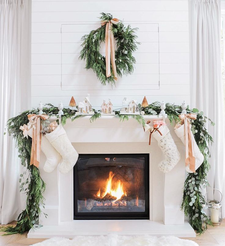 36 ways to decorate the christmas fireplace mantel hello for How to decorate a fireplace for christmas