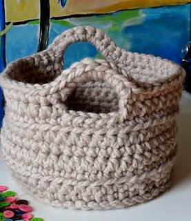 http://translate.googleusercontent.com/translate_c?depth=1&hl=es&rurl=translate.google.es&sl=auto&tl=es&u=http://crochetincolor.blogspot.nl/2012/02/chunky-crocheted-basket-pattern.html&usg=ALkJrhhFkKGSC8qGLlvwAQmTCsO3HbF3nw