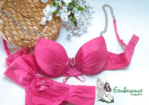 Conjunto de lingerie da Exuberance na cor pink, alças em pedrarias