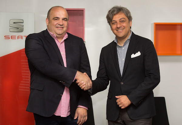 西班牙車廠SEAT總裁Luca de Meo(右)與西班牙加速器Conector(左)成立專攻汽車、移動、物流三大領域的加速器。(圖片來源:SEAT提供)