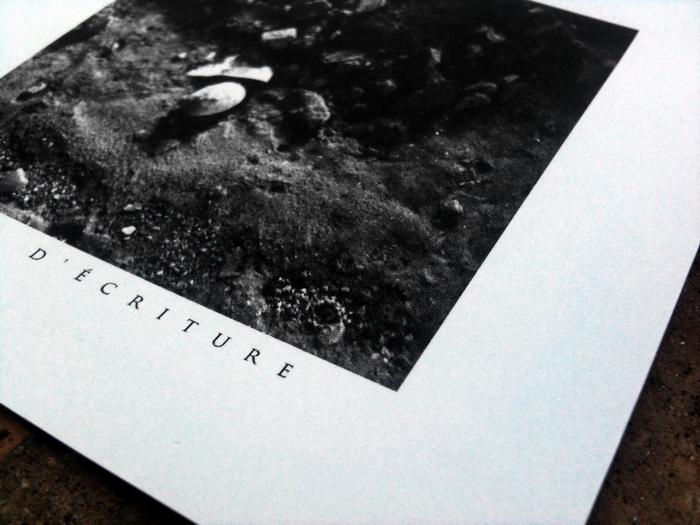 http://www.distantvoices.fr/2012/06/aube-grise-lencre-et-la-terre.html