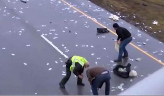 بالفيديو تناثر ألاف الدولارات يعطل حركة السير على أحد الطرق السريعة في أمريكا!