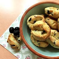 aperitiefbroodjes met zwarte olijven