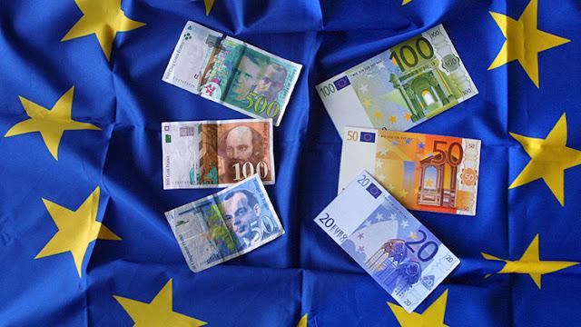 Le Pen se compromete a recuperar el franco en dos años