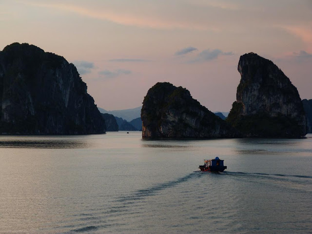 foto keindahan ha long bay vietnam